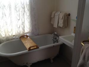 Mark Twain room...a lovely clawfoot tub