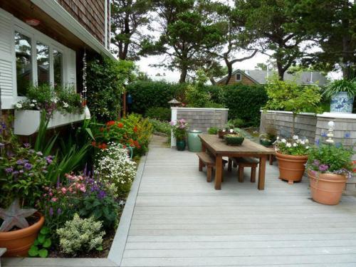 inset garden, handsome table