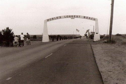 the Long Beach Arch, 1991