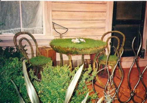 sod table and chair (adorable!!)