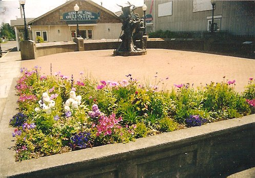 Lewis and Clark Square planter