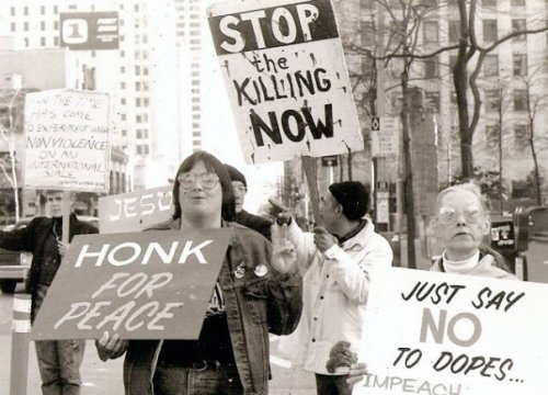 There were still many honks for peace.