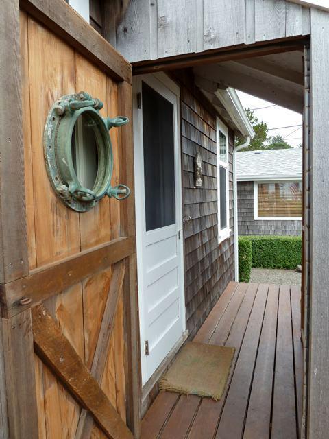 storm door, from the porch