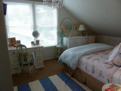 the front upstairs bedroom