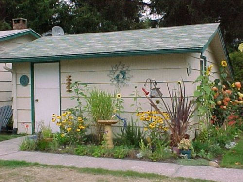 one of the gardens at Sheila and Harold's motel