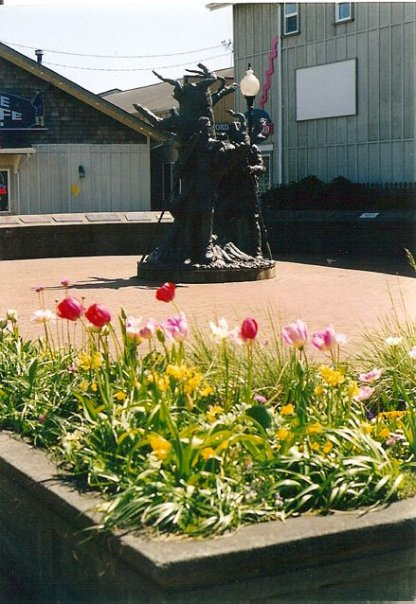 Lewis and Clark Square planter in spring