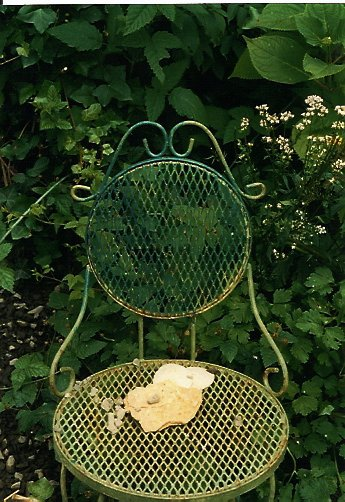 using old furniture in the garden