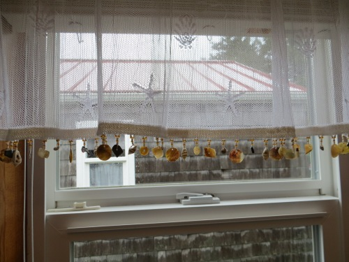I fell in love with this valance in the cottage four kitchen.