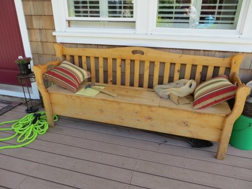 a comfy bench