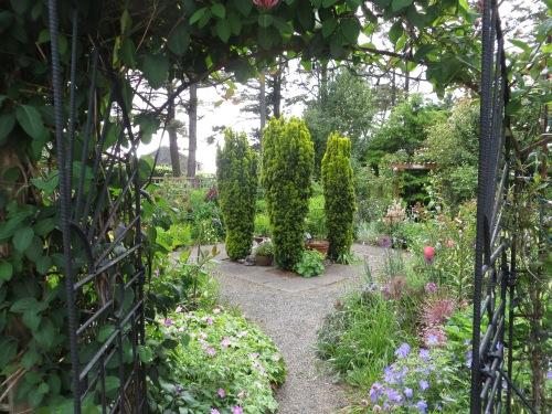 Klipsan Beach Cottages fenced garden
