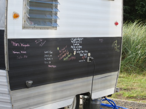 I wonder if that is some kind of chalkboard paint?
