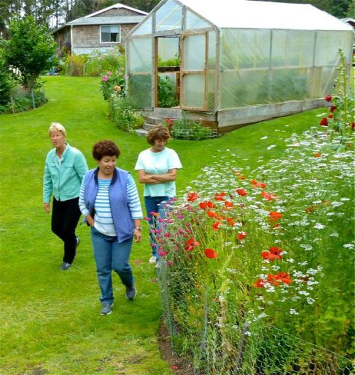 garden tour guests