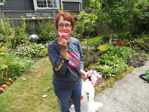 Cheri proves that my garden is edible!!