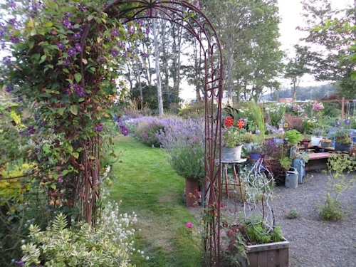 archway to back garden