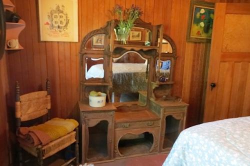a gorgeous mirrored dresser