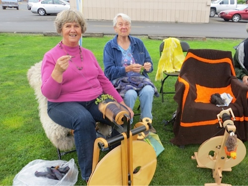 The Clatsop Weavers and Spinners Guild were doing a demo.