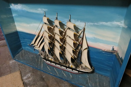 a ship with its masts made of wood