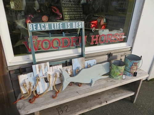 outside The Wooden Horse...I like the sign with clothespins for photos or postcards.