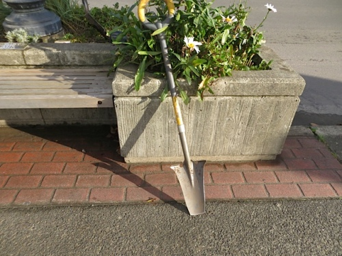 Allan used our cool new shovel from Back Alley Gardens in Gearhart.