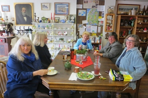 today's klatsch...Jamie, Donna, Olde Towne owner Luanne, Patt, and Patricia....
