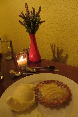 my dessert: an extraordinarly delicious apple tartlet, fresh made in 12 minutes, with homemade vanilla ice cream