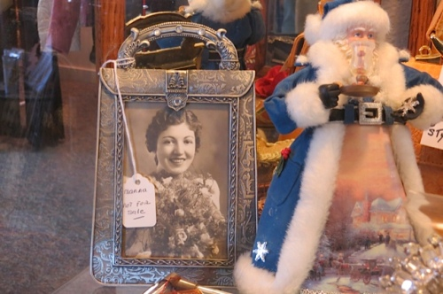 This picture frame caught my eye.
