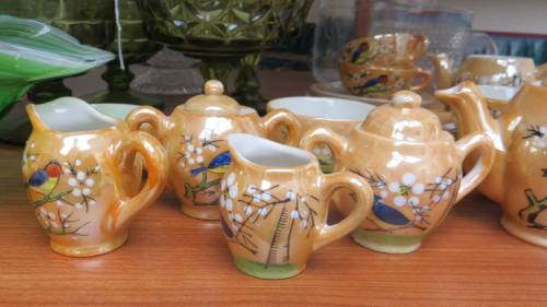 I found it very hard to resist this tea set.  What saved me is not having room for it.