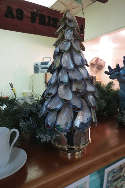 Luanne made this tree of mussel shells...collected when she visited her daughter in Maine.