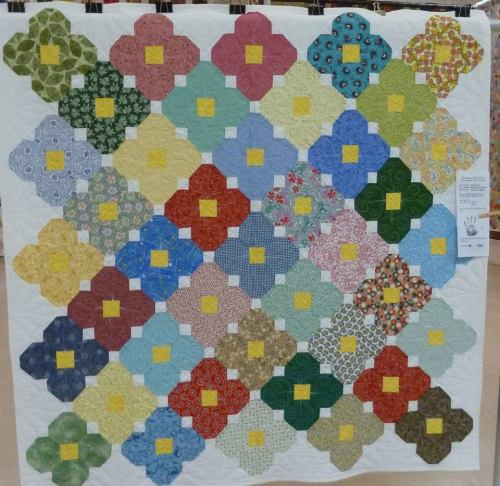 Daisy Dew: reminds me of my grandma's quilts