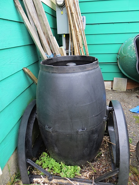 Allan emptied this composter; we got it for free and it is good to put compost in, but it sure does not spin.