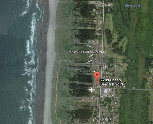 Anchorage Cottages: It's a short walk through beach pines and dunes to the beach.