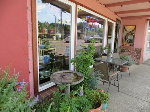 Olde Towne Café, now with a bird bath which the birds have already discovered.