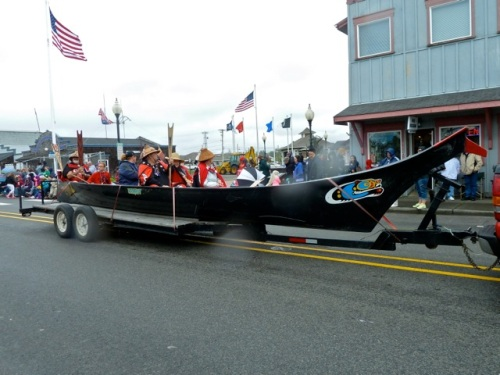 Allan's photo:  Chinook tribe canoe