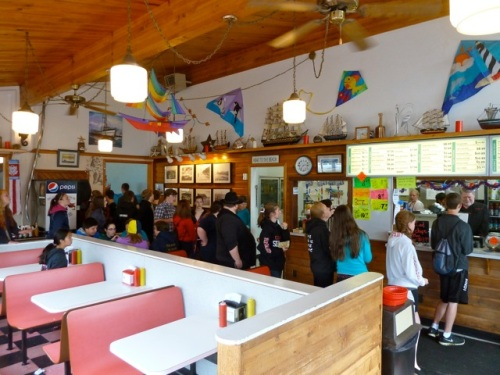 a big line of hungry paraders at the Hungry Harbour Restaurant (Allan's photo)