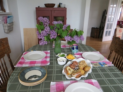 table with lilacs