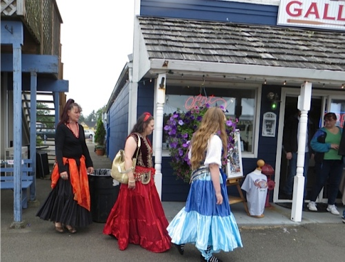Three belly dancers from Painted Lady Lavender farm came to visit the Don Nisbett Gallery, and quite possible to promote their upcoming festival.