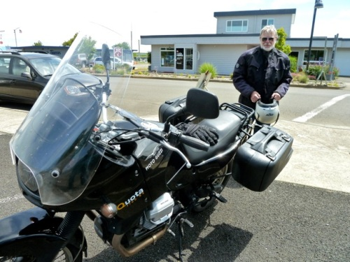 Allan was pleased to meet a Motoguzzi rider who had just been to visit members of Allan's old Guzzi club up north (Seattle Tacoma area)