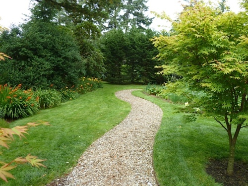 the path to the north around the kitchen garden (area 4)