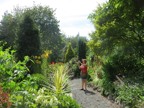 The garden is on such a big acreage that the bloggers were wandering freely.