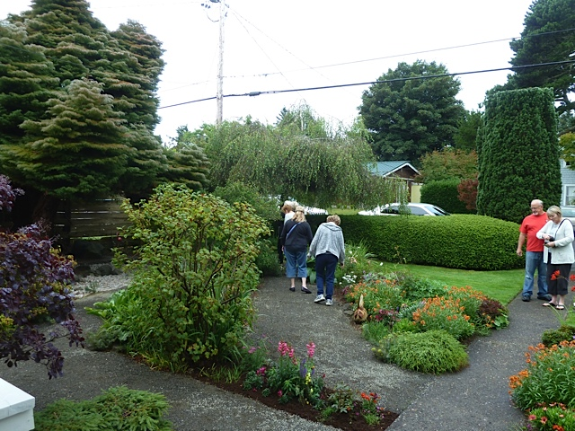 guests browsing the garden