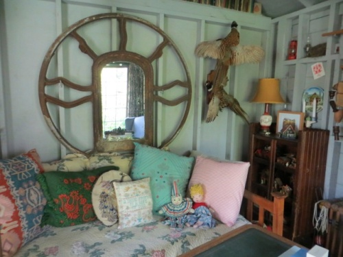 mirror over daybed