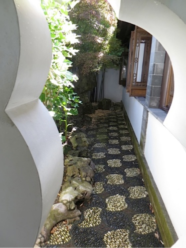 a narrow side courtyard