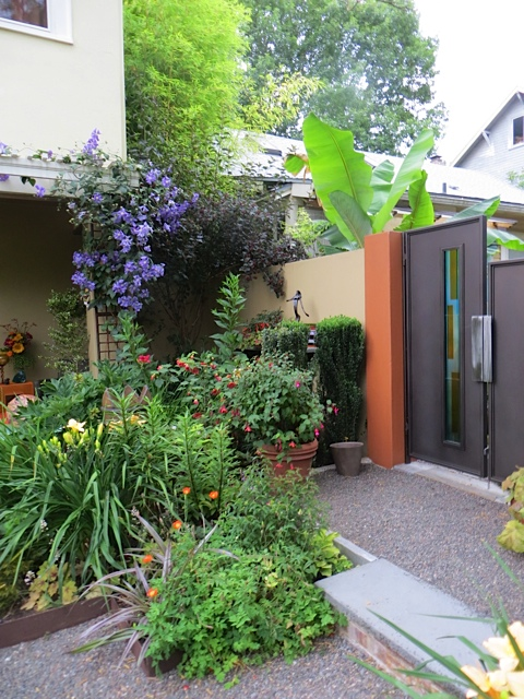 Between the two gardens, a privacy wall and a friendly door.