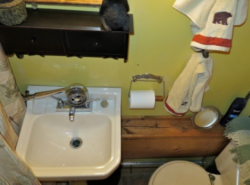 The rustic theme continues in the bathroom.