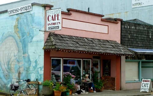 a stop at Olde Towne Café for a quick treat and changing of the compost bucket...