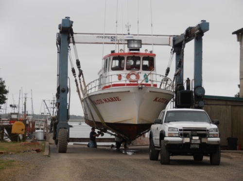 more action: a new boat comes in to the boatyard