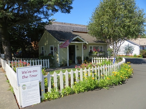 a vacation rental with pretty garden