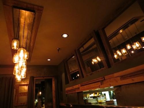 I love the restaurant lighting.