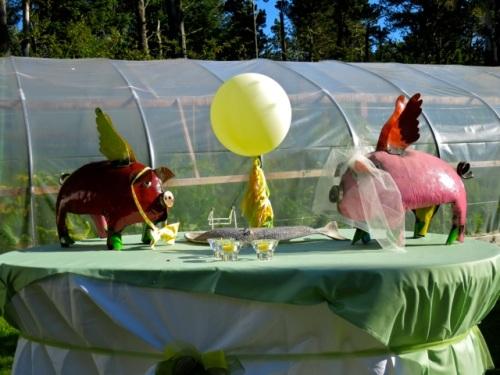 wedding pigs will be good company