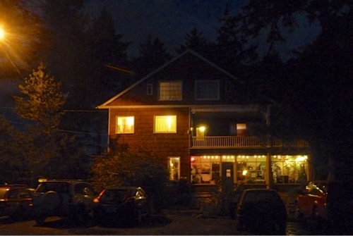 Sou'wester Lodge by night